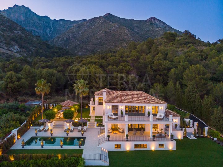 Unprecedented deluxe villa overlooking the coast for sale in the prestigious gated community of Sierra Blanca, Marbella Golden Mile