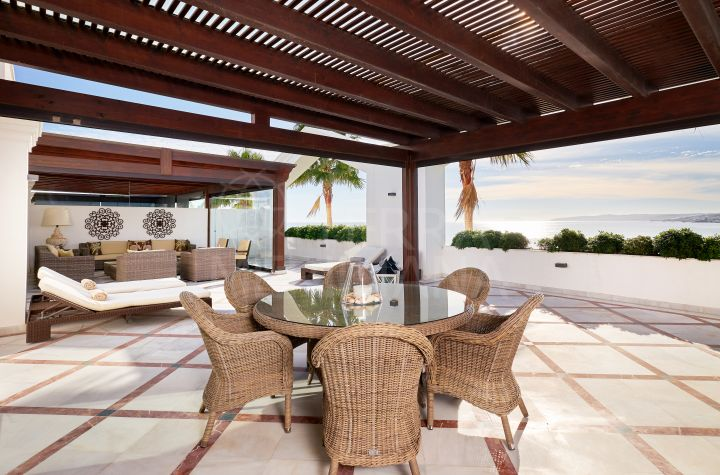 Beachfront penthouse with sea views for sale in the development of Doncella Beach, Estepona