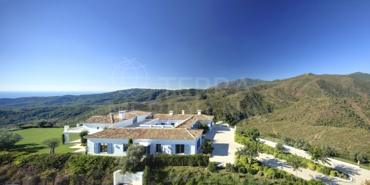 Notable villa contemporánea con pintorescas vistas en venta en el Club de campo Monte Mayor, Benahavis