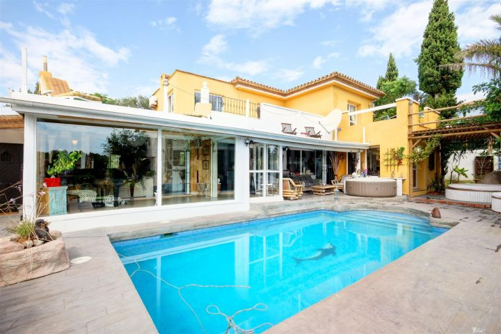Villa for sale with private pool and sea views situated front line golf, Estepona Golf