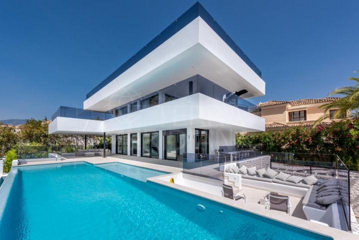Brand new contemporary villa for sale in the desirable neighbourhood of Supermanzana H, Nueva Andalucia, Marbella