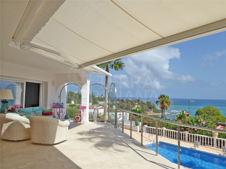 Renovated beachside villa with open sea views for sale in the community of San Diego, Sotogrande