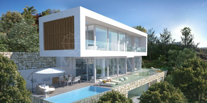 Turnkey project for an innovative villa with mountain and sea views for sale in the residential enclave of El Rosario, Marbella East