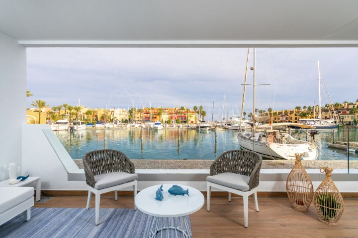 Duplex apartment with private solarium and views of the marina for sale in PIER, Sotogrande