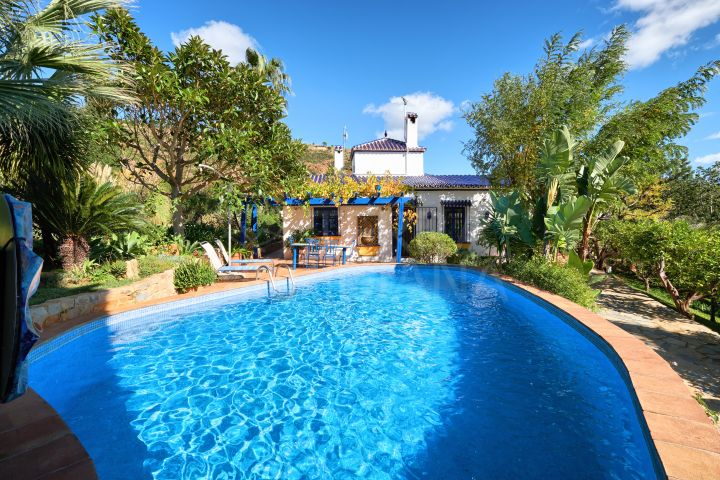 Large finca with mountain and sea views for sale in Los Reales, Sierra Bermeja, Estepona