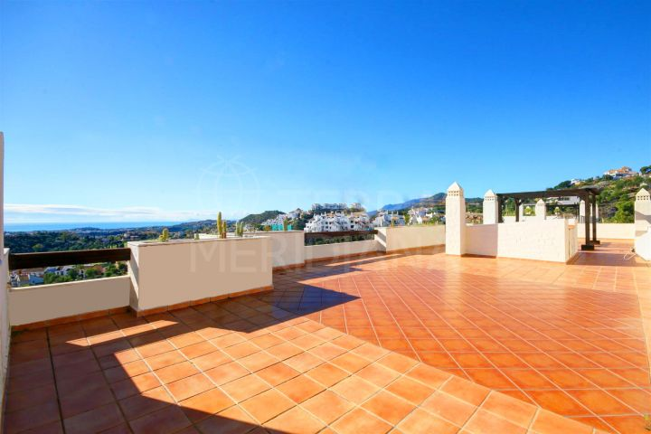 Penthouse for sale in La Azalia, la Reserva del Alcuzcuz, with sea views and large solarium