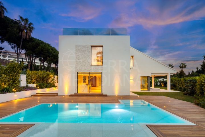 Superbly designed 2 storey villa with solarium for sale in Nueva Andalucia, Marbella