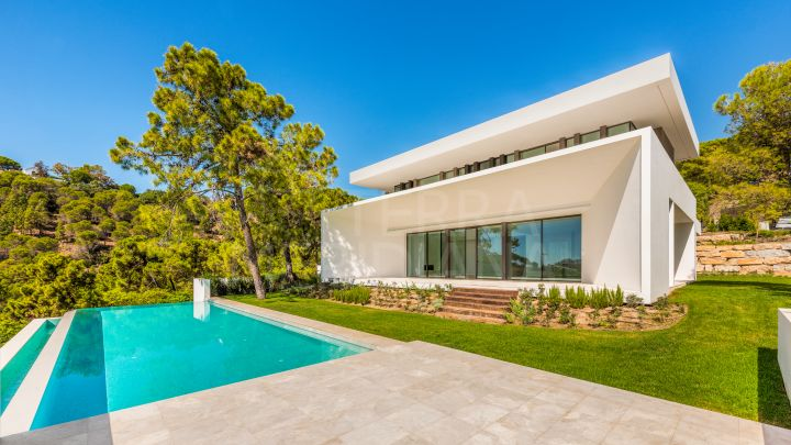Spectacular contemporary style luxury villa with views for sale in El Bosque, La Reserva de Alcuzcuz, Benahavis
