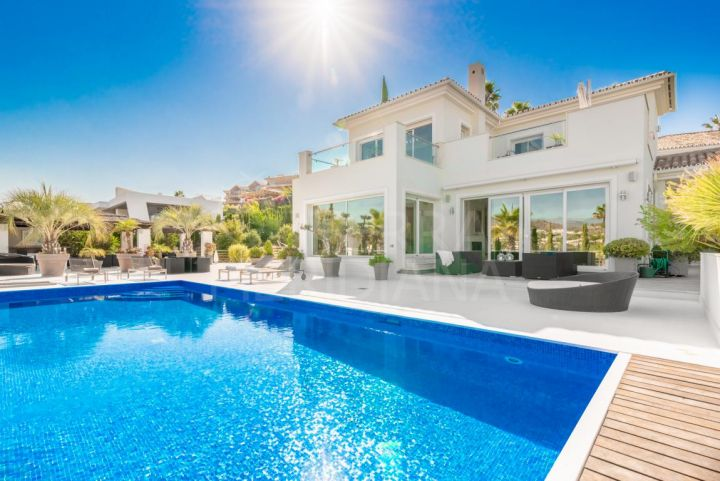 Modern and elegant villa with phenomenal panoramic views for sale in Los Naranjos, Nueva Andalucia, Marbella
