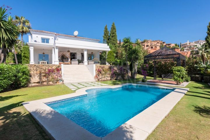Modern villa with sea and mountain views for sale in La Cerquilla, Nueva Andalucia, Marbella
