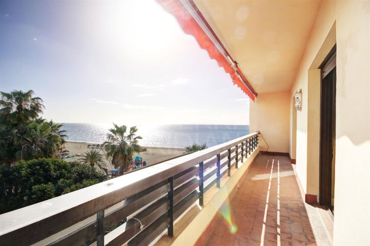 Apartment for sale on a front line beach block positioned on the promenade of Estepona centre.