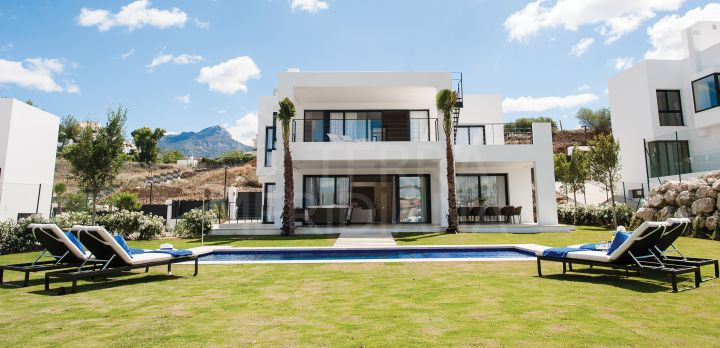 Striking and contemporary luxury villa for sale in the tranquil neighbourhood of Haza del Conde, Nueva Andalucia, Marbella