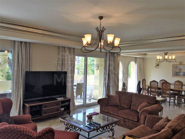Immaculate duplex penthouse with jacuzzi for sale in Las Alamandas, Nueva Andalucia, Marbella