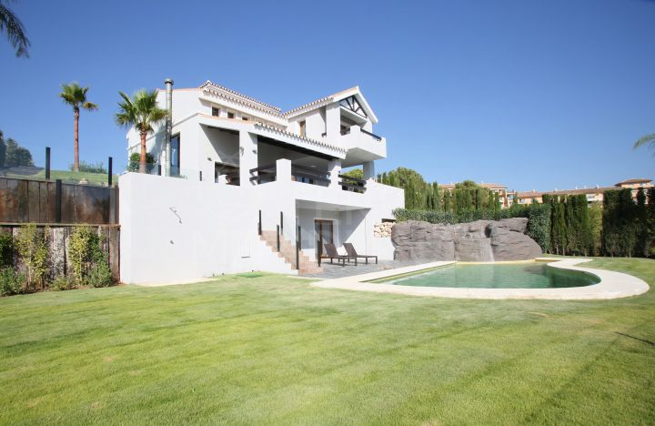 Magnificent upscale frontline golf family villa for sale in La Resina Golf, Estepona