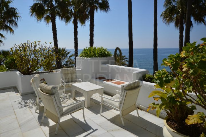 Gorgeous two storey beachfront townhouse for sale in Urb. Alhambra del Mar, Marbella Golden Mile