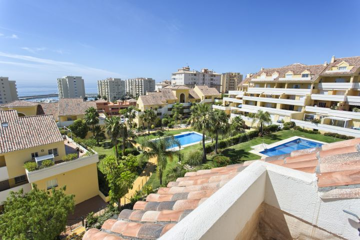 Deluxe duplex penthouse with sea views for sale in Puerto Alto, Estepona Puerto