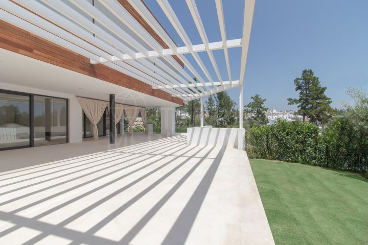 Brand new contemporary ground floor apartment with private pool and garden for sale in Señorio de Marbella, Marbella Golden Mile