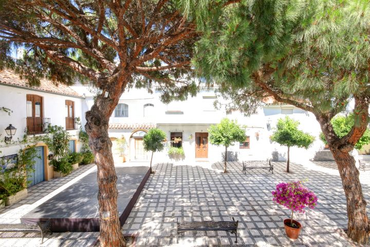 Quaint townhouse for sale in the charming old town of Estepona, close to amenities and the beach