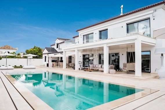 Modern villa for sale in the beachside development of Casablanca, Marbella Golden Mile