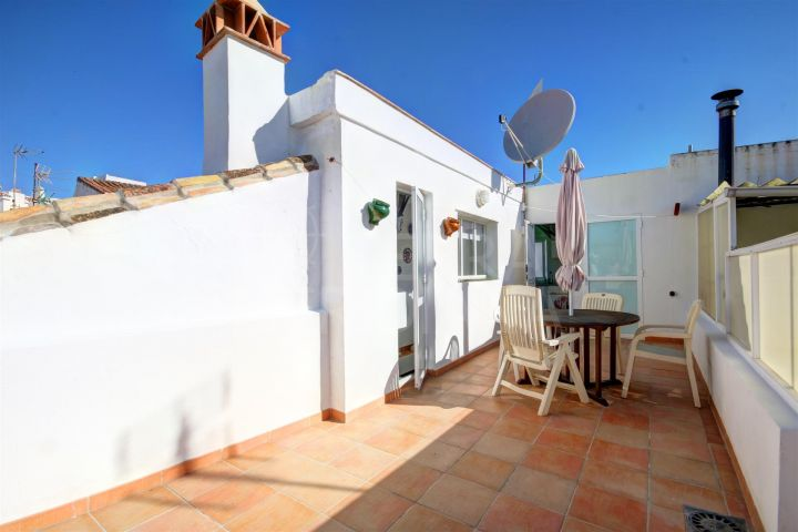 Townhouse for sale in move in condition very close to the beach and large solarium terrace, Estepona old town