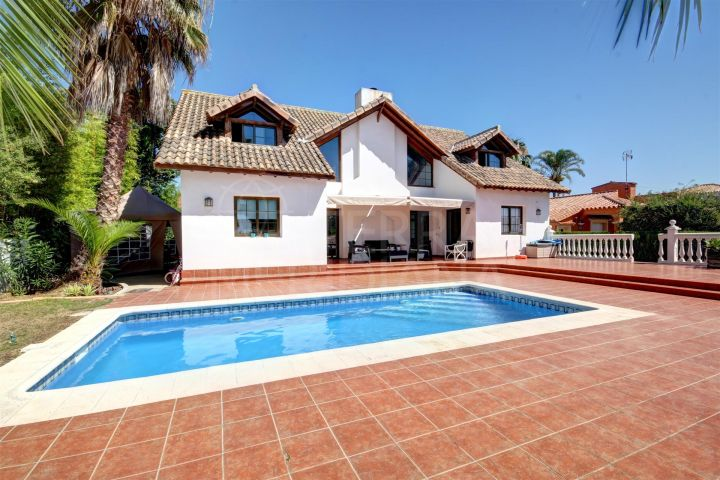 Family villa for sale in Sun Park Costalita, 100m from the Beach with private pool