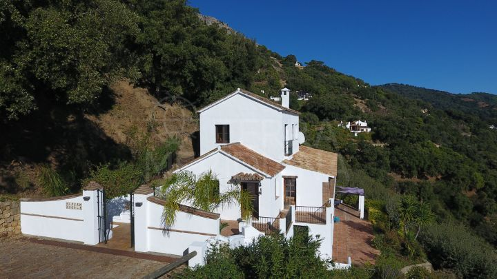 Superb country home with panoramic views for sale in Casares, Málaga
