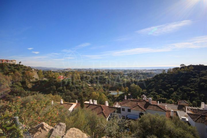 Plot for Sale in Puerto del Almendro, Benahavis with panoramic golf and sea views