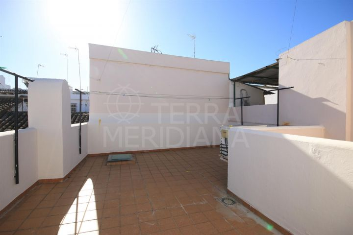 Spacious townhouse in move-in condition for sale in the old town of Estepona
