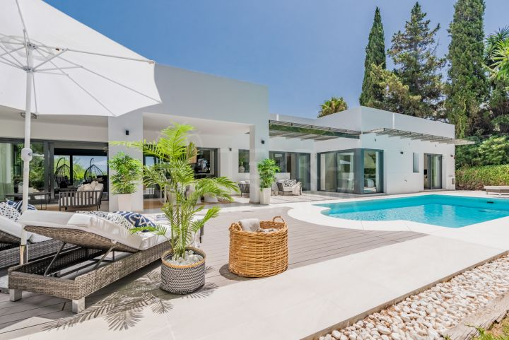 Villa with roof terrace for sale in the Golf Valley, Las Brisas, Nueva Andalucia, Marbella