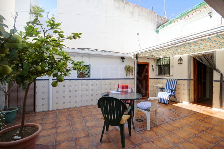 Townhouse for sale in the old town of Estepona, with superb terraces and the possibility to construct extra floors
