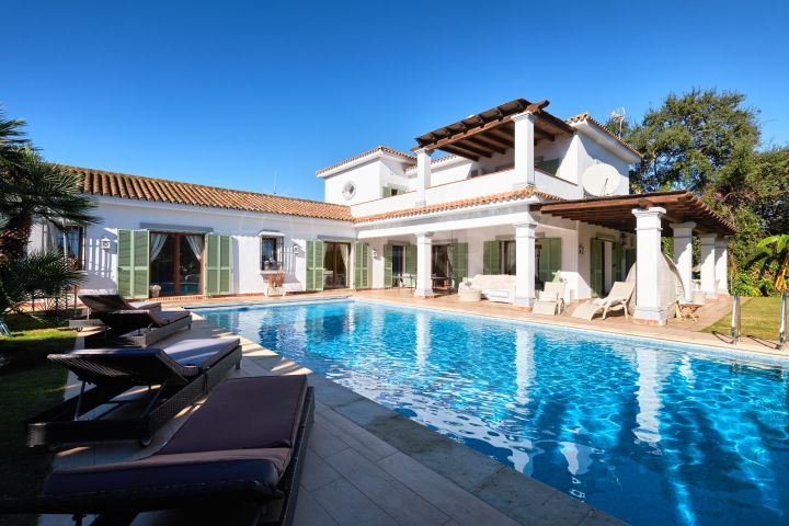 Villa with large garden and 5 minutes walk to the beach for sale in Sotogrande Costa