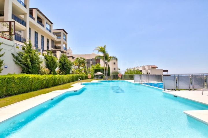 Stunning 2 bed contemporary style apartment for sale in Los Flamingos, Benahavis