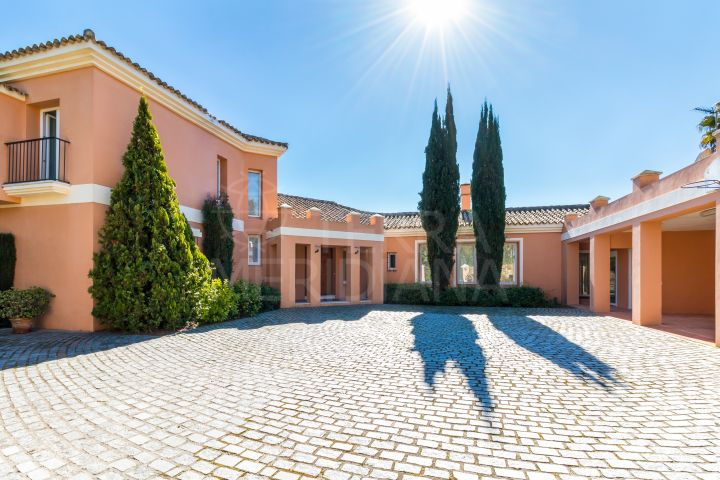 Beautifully appointed luxury villa overlooking the 4th hole of the San Roque golf course for sale in Zona F, Sotogrande