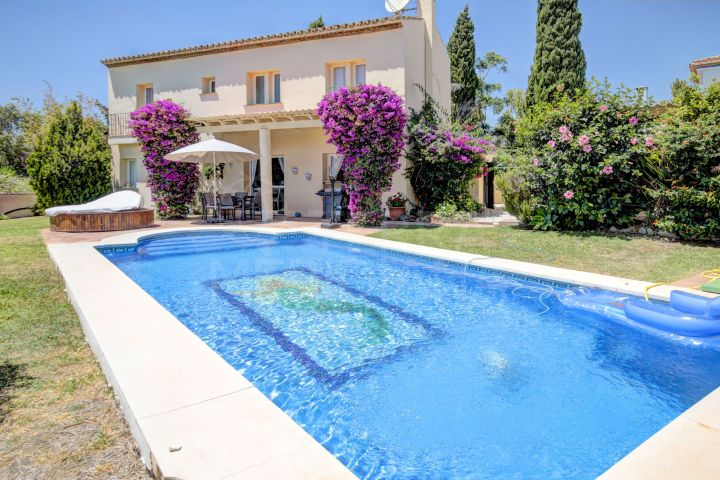 Front line golf Villa for sale in Estepona Golf