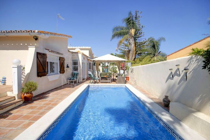 Beachside Mediterranean style 4 bed villa for sale in the New Golden Mile, Estepona