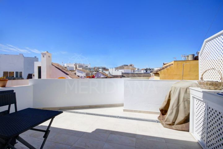 Townhouse in move in condition for sale in the old town centre of Estepona, 2 minutes from the beach