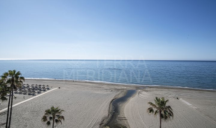 Upgraded frontline beach penthouse with a scenic views for sale in one of Estepona's best buildings