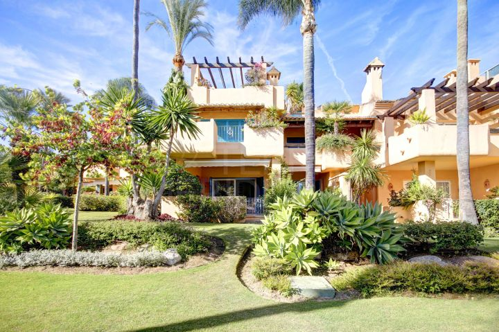 Beautiful 4 bedroom townhouse for sale in Alcazaba Townhouses, Estepona