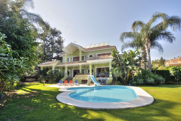 Beautiful Spanish style villa for sale in Paraiso Alto, Benahavis