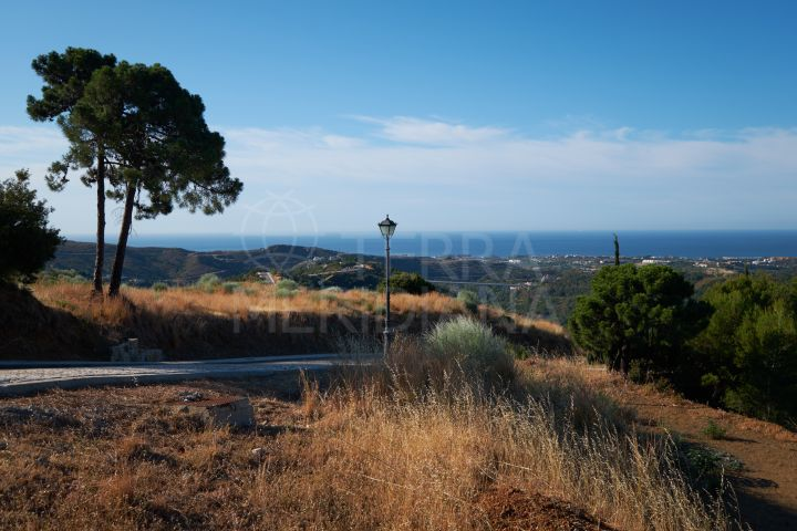 3 large plots with villa projects and building licenses approved for sale in the elite Monte Mayor Country Club, Benahavis