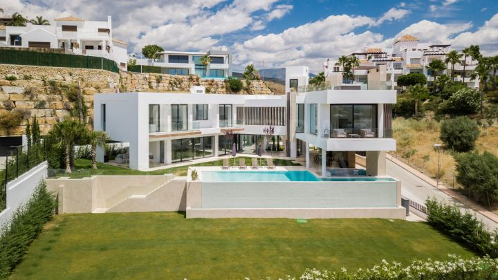 One-of-a-kind contemporary luxury villa with golf and sea vistas for sale in prime La Alqueria, Benahavis