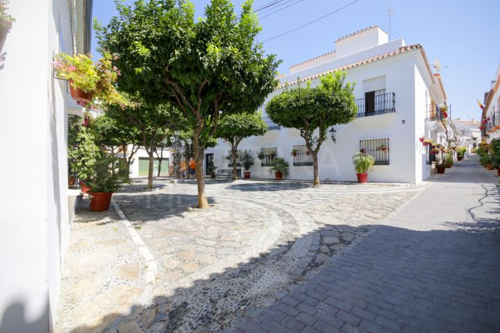 Commercial premises for sale in the heart of the old town, close to the main squares in town and the beach