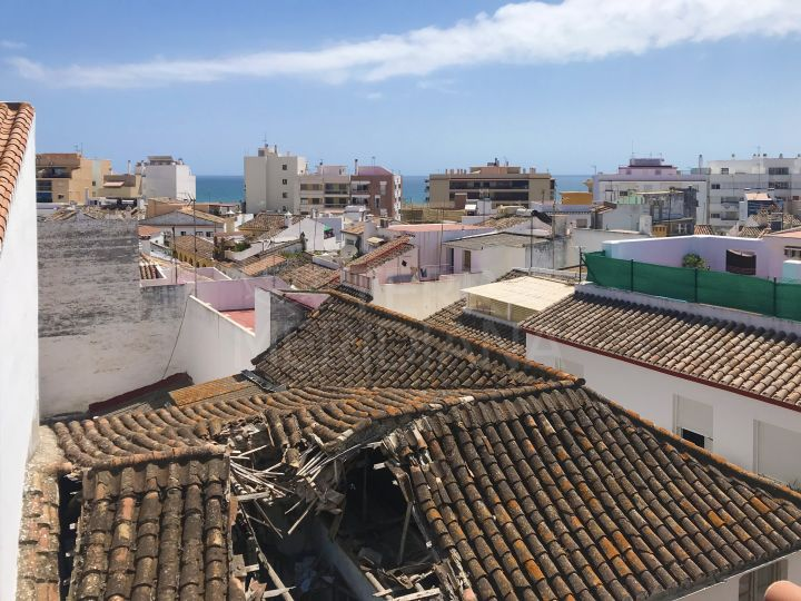 Corner plot with ruin for sale in old town Estepona to reform or demolish only 200 m from the beach