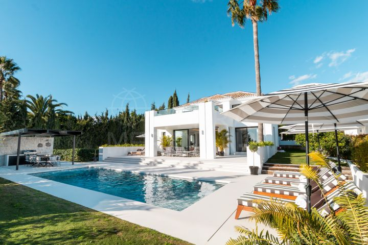 Villa with golf and sea views for sale in Los Naranjos, Nueva Andalucia, Marbella