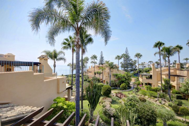 Large townhouse with sea views for sale in Alcazaba Beach, Estepona
