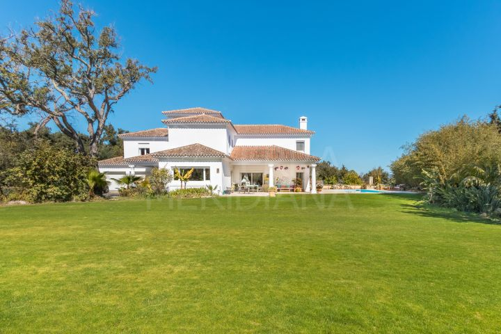 Spacious luxury villa with enormous garden for sale in Sotogrande Alto Central, Sotogrande