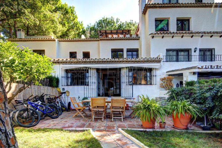 Beautiful 3 bedroom Townhouse for sale in Los Pinos de Aloha, Nueva Andalucia