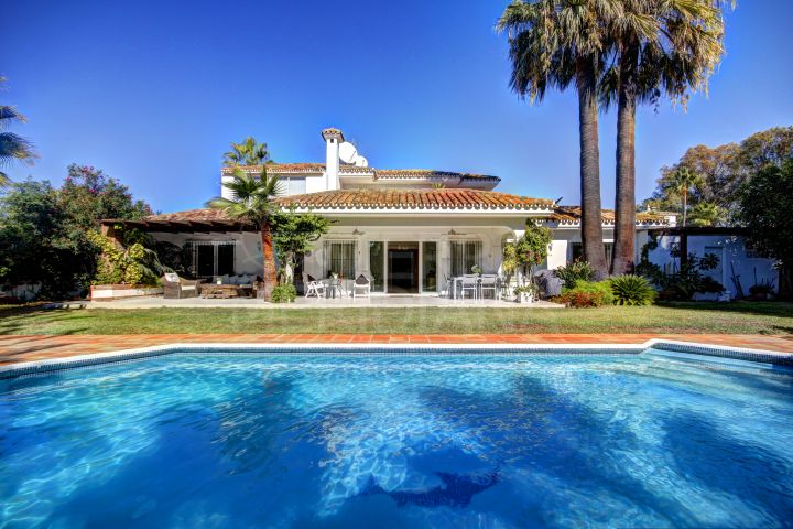 Fabulous 4 bedroom Villa for sale in the New Golden Mile, Estepona