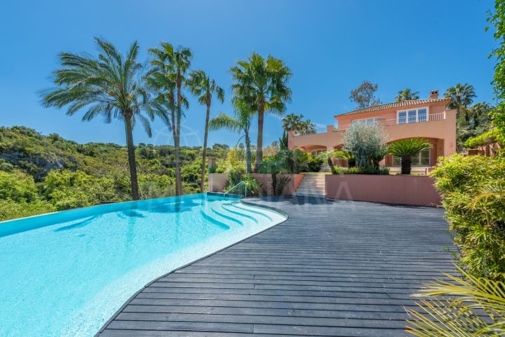 Luxury villa with golf views for sale in Zona F, Sotogrande