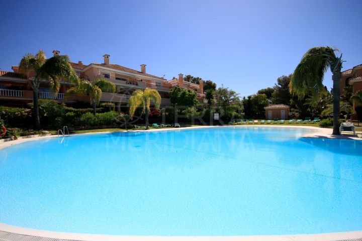 Beachside Ground Floor 2 bedroom Apartment for sale in New Golden Mile, Estepona